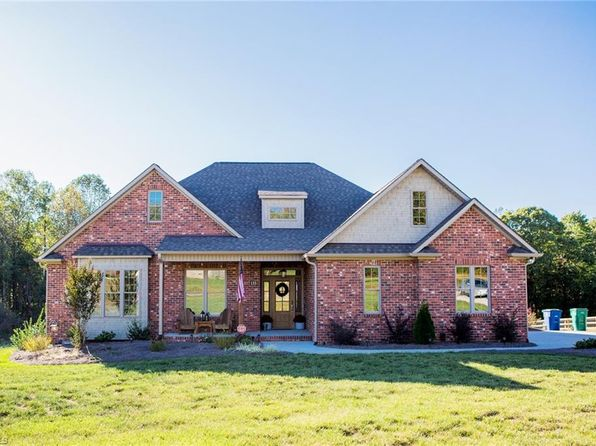 3 bed 2 bath Single Family at 135 STREAMSIDE CT REIDSVILLE, NC, 27320 is for sale at 288k - 1 of 23