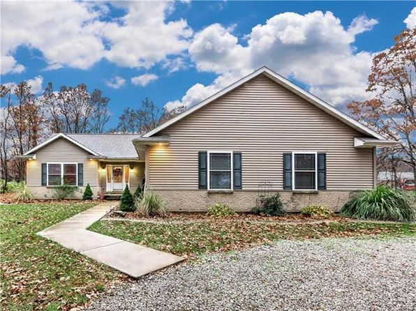 3 bed 3 bath Single Family at 9380 Vfw Rd Staunton, IL, 62088 is for sale at 292k - 1 of 45
