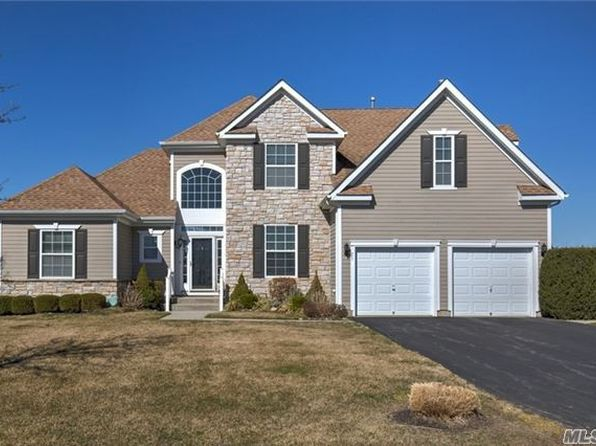 4 bed 3 bath Single Family at 25 WINDFLOWER LN RIVERHEAD, NY, 11901 is for sale at 499k - 1 of 15