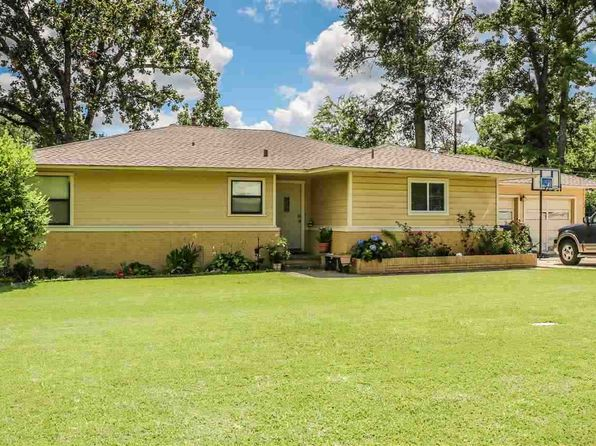 3 bed 2 bath Single Family at 300 W AVALON AVE LONGVIEW, TX, 75602 is for sale at 119k - 1 of 13