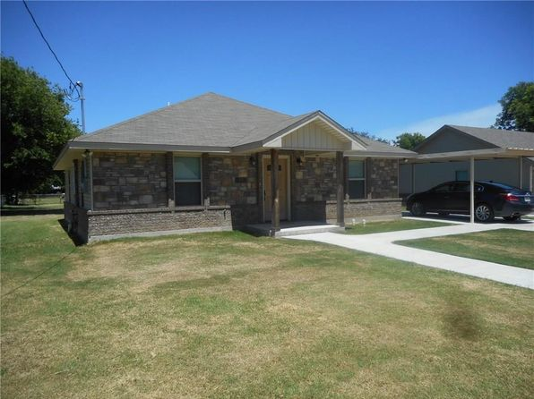 2 bed 2 bath Single Family at 705 Gray St Bowie, TX, 76230 is for sale at 105k - 1 of 9