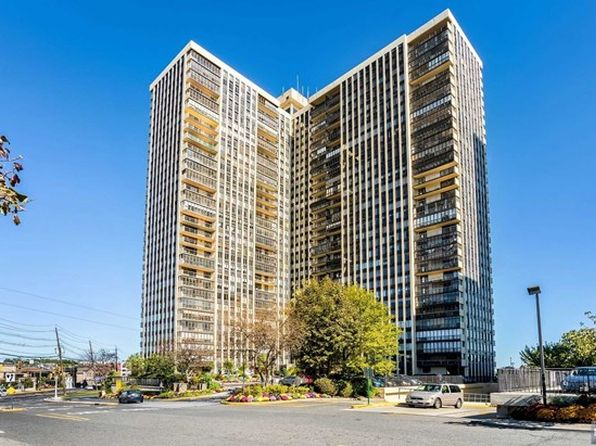 1 bed 1 bath Condo at 300 Winston Dr Cliffside Park, NJ, 07010 is for sale at 369k - 1 of 18