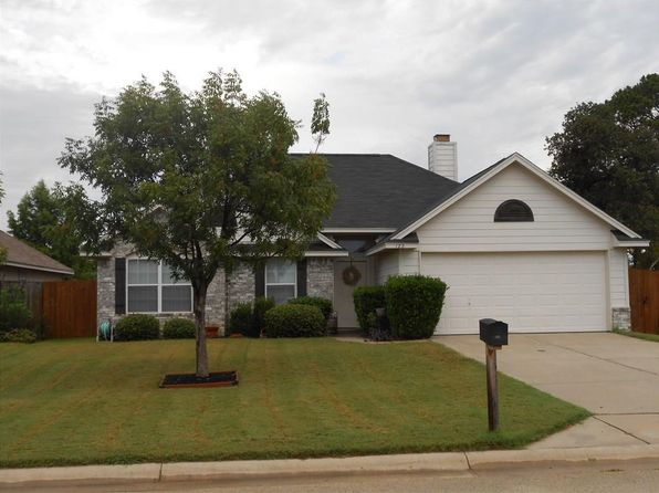 3 bed 2 bath Single Family at 122 Highmeadow Rd Aubrey, TX, 76227 is for sale at 160k - 1 of 12