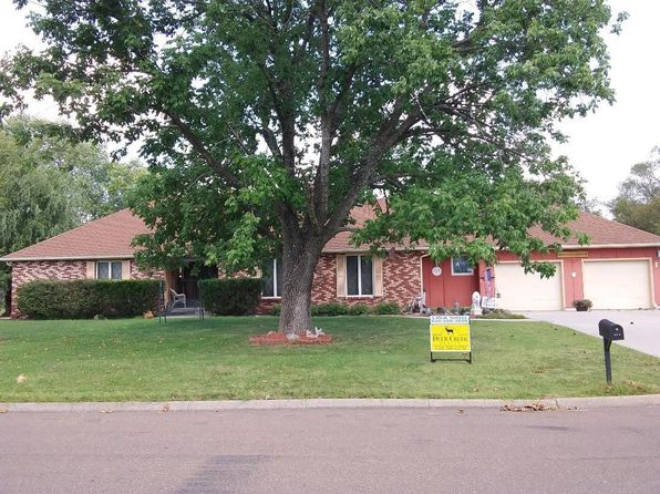 3 bed 3 bath Single Family at 917 Medowbrooke Rd Iola, KS, 66749 is for sale at 179k - 1 of 2
