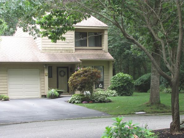 2 bed 2 bath Townhouse at  Bohemia Bohemia, NY, 11716 is for sale at 345k - 1 of 22