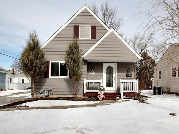 3 bed 3 bath Single Family at N84W16576 Ann Ave Menomonee Falls, WI, 53051 is for sale at 220k - 1 of 19