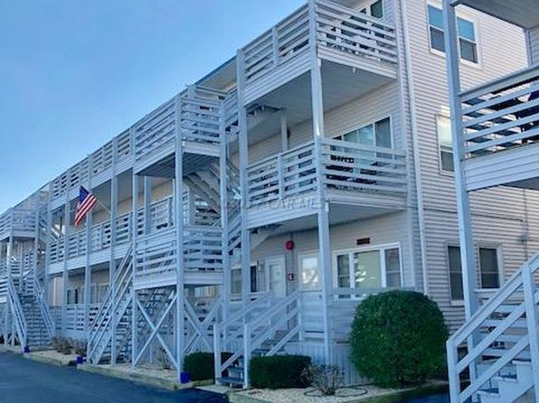 1 bed 1 bath Townhouse at 3701 Coastal Hwy Ocean City, MD, 21842 is for sale at 140k - 1 of 3