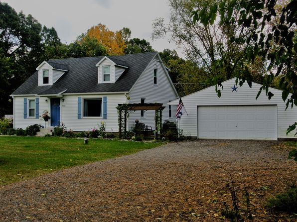 3 bed 2 bath Single Family at 8800 10 Mile Rd NE Rockford, MI, 49341 is for sale at 210k - 1 of 25