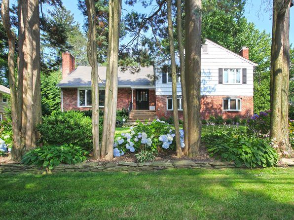 4 bed 4 bath Single Family at 112 The Intervale Roslyn, NY, 11576 is for sale at 1.20m - 1 of 29
