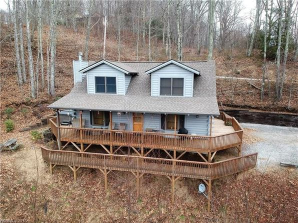 2 bed 2 bath Single Family at 109 Thunderstruck Dr Maggie Valley, NC, 28751 is for sale at 290k - 1 of 24