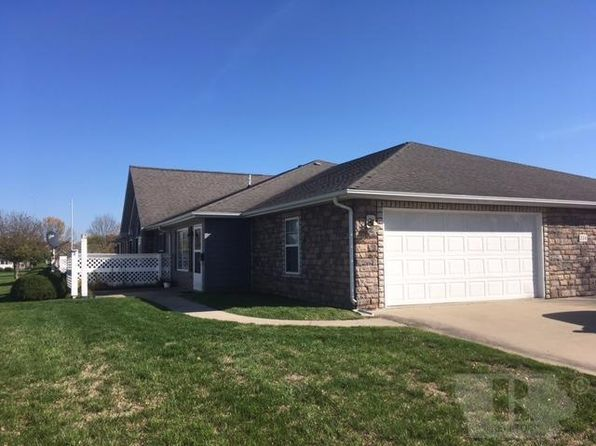 2 bed 2 bath Townhouse at 216 Southgate Cir Fairfield, IA, 52556 is for sale at 145k - 1 of 11