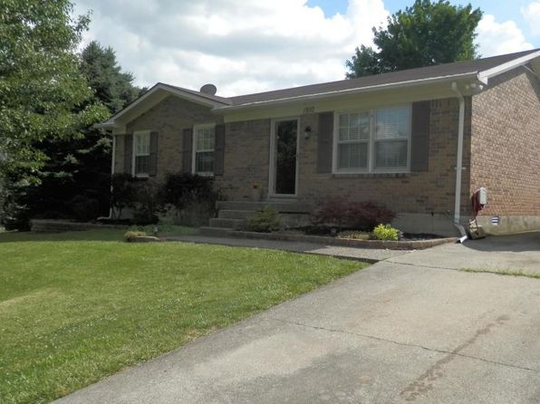 3 bed 1 bath Single Family at 1810 Oakwood Dr Shelbyville, KY, 40065 is for sale at 103k - 1 of 18