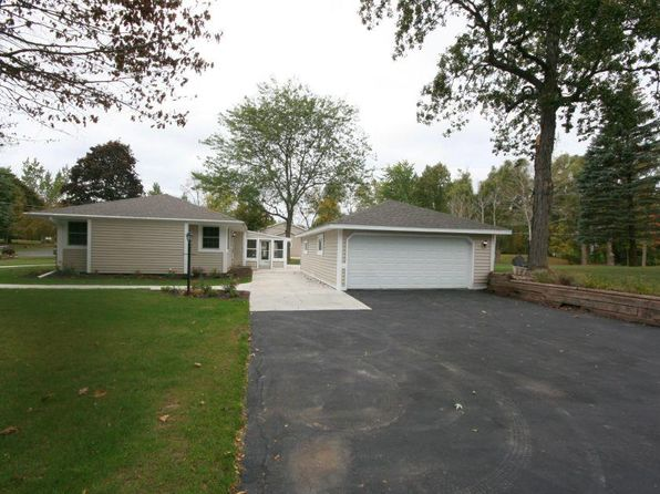 3 bed 1 bath Single Family at W182N5939 Spruce Ln Menomonee Falls, WI, 53051 is for sale at 259k - 1 of 20