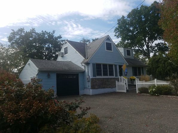 4 bed 3 bath Single Family at 92 CUBA HILL RD GREENLAWN, NY, 11740 is for sale at 575k - 1 of 25