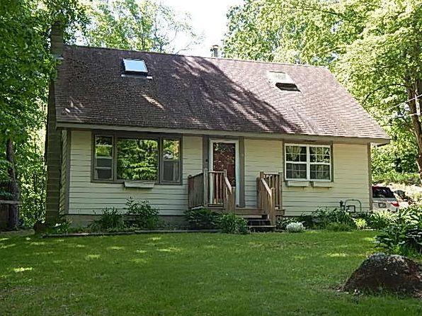 3 bed 1 bath Single Family at 11 Queen St Boscawen, NH, 03303 is for sale at 189k - 1 of 15