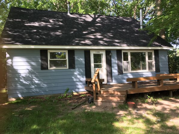 3 bed 2 bath Single Family at 11156 ROYAL RD STANWOOD, MI, 49346 is for sale at 120k - 1 of 9
