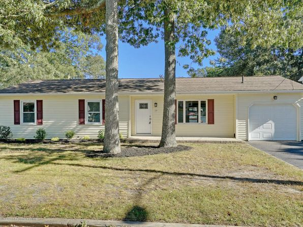 3 bed 2 bath Single Family at 39 Hollycrest Dr Brick, NJ, 08723 is for sale at 270k - 1 of 22