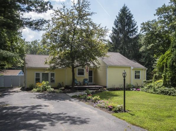 3 bed 2 bath Single Family at 5 Summer Hill Rd Medway, MA, 02053 is for sale at 390k - 1 of 26
