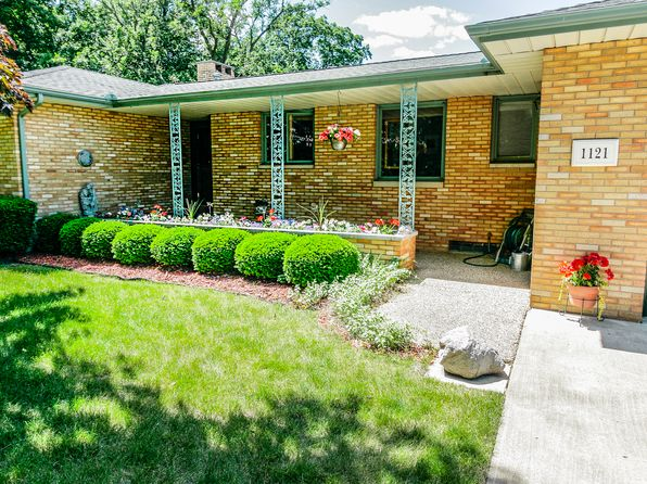 3 bed 3 bath Single Family at 1121 Fondulac Dr East Peoria, IL, 61611 is for sale at 285k - 1 of 51
