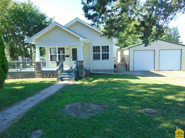 2 bed 1 bath Single Family at 108 W Leona St Clinton, MO, 64735 is for sale at 90k - 1 of 32