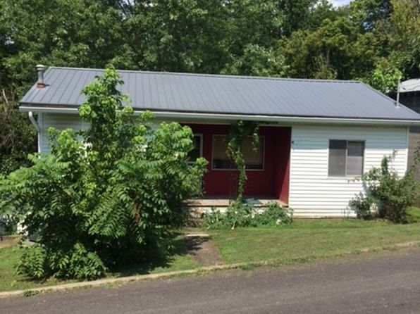 6 bed 2 bath Single Family at 115 State St Spencer, WV, 25276 is for sale at 35k - 1 of 7