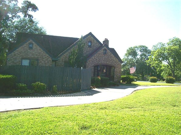 5 bed 2.5 bath Single Family at 810 Paulus St Schulenburg, TX, 78956 is for sale at 200k - 1 of 32