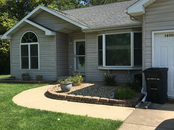 4 bed 3 bath Single Family at 16328 Dee Mac Rd Mackinaw, IL, 61755 is for sale at 210k - 1 of 14