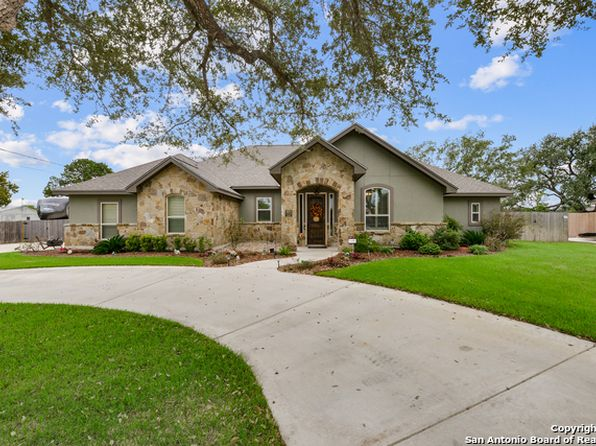 3 bed 3 bath Single Family at 1601 Clover Rdg Pleasanton, TX, 78064 is for sale at 389k - 1 of 25