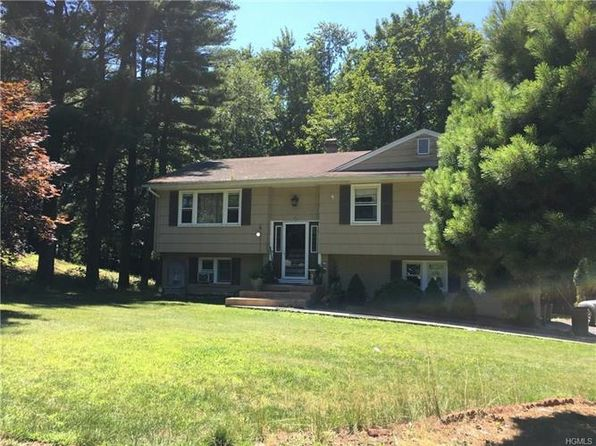 3 bed 2 bath Single Family at 14 Castle Dr Spring Valley, NY, 10977 is for sale at 439k - 1 of 29