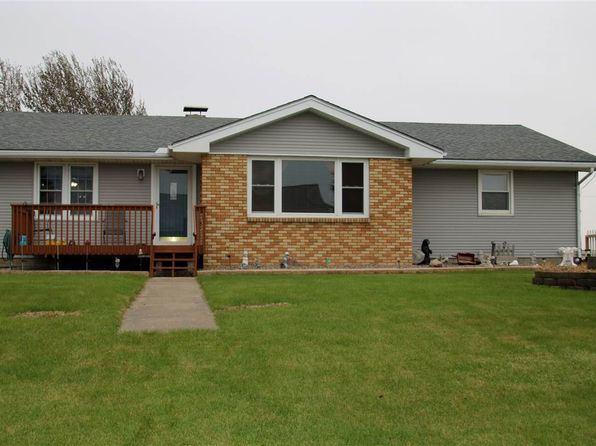 3 bed 2 bath Single Family at 2205 380th Ave Clinton, IA, 52732 is for sale at 200k - 1 of 24