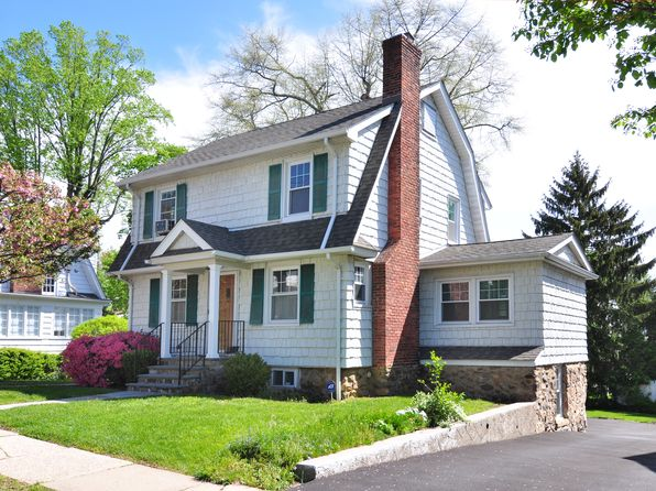 4 bed 3 bath Single Family at 8 Maple Ave Pelham, NY, 10803 is for sale at 689k - 1 of 23