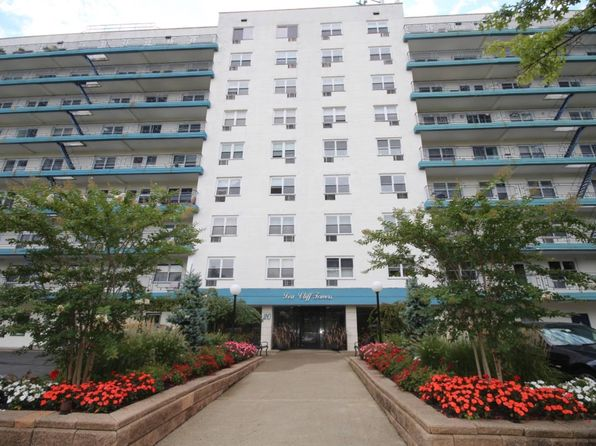 2 bed 2 bath Cooperative at 20 Cliff St Staten Island, NY, 10305 is for sale at 450k - 1 of 16