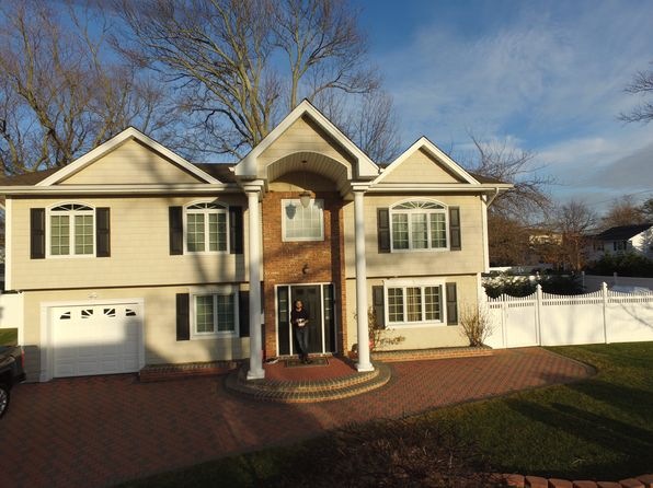 4 bed 3 bath Single Family at 1465 Olcott St Wantagh, NY, 11793 is for sale at 749k - google static map