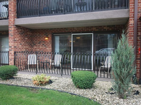2 bed 2 bath Condo at 8207 Millstone Dr Palos Hills, IL, 60465 is for sale at 133k - 1 of 18
