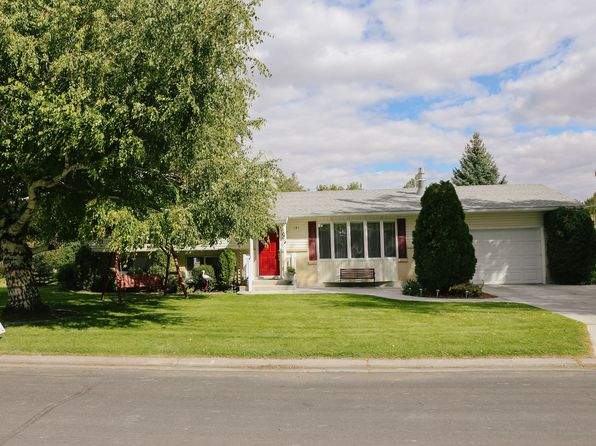 3 bed 2 bath Single Family at 121 S Park Ave Sugar City, ID, 83448 is for sale at 185k - 1 of 11
