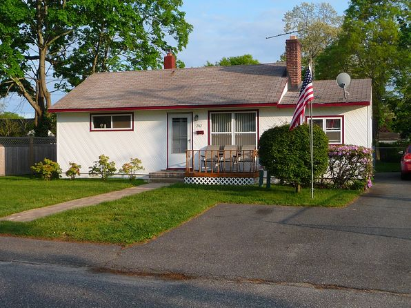 3 bed 1 bath Single Family at 202 Brook St Oakdale, NY, 11769 is for sale at 319k - 1 of 28