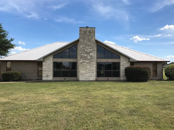 3 bed 3 bath Single Family at 2810 Skinner Rd Midlothian, TX, 76065 is for sale at 400k - 1 of 9