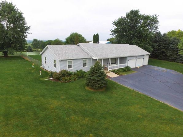 3 bed 2 bath Single Family at 10708 Smith Rd Pecatonica, IL, 61063 is for sale at 255k - 1 of 22