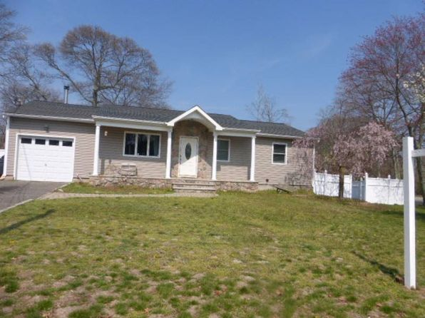 3 bed 1 bath Single Family at 6 Edward Ct Lk Ronkonkoma, NY, 11779 is for sale at 290k - 1 of 16