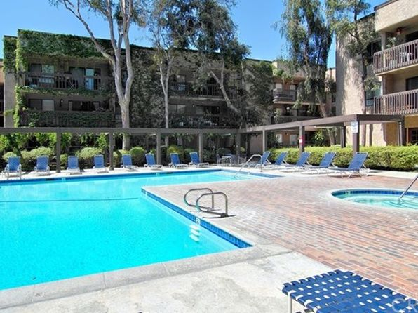 2 bed 2 bath Condo at 22100 Burbank Blvd Woodland Hills, CA, 91367 is for sale at 390k - 1 of 6