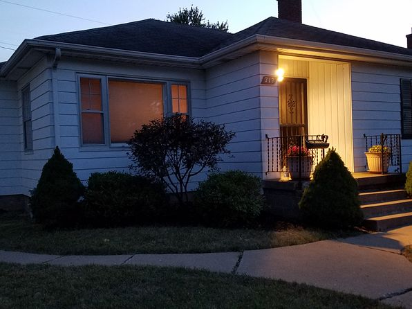 2 bed 1 bath Single Family at 717 W Rusholme St Davenport, IA, 52804 is for sale at 123k - 1 of 7