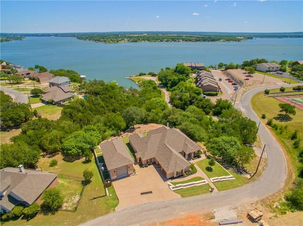 3 bed 4 bath Single Family at 6305 Kelly Dr Granbury, TX, 76048 is for sale at 525k - 1 of 34