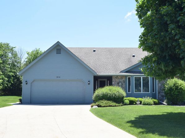 3 bed 3 bath Condo at 1512 Hidden Fields Dr West Bend, WI, 53095 is for sale at 275k - 1 of 24