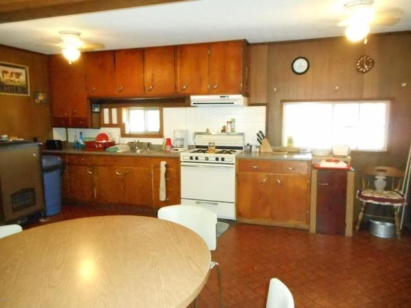 2 bed 2 bath Single Family at 1578 Oak St Wellston, MI, 49689 is for sale at 68k - 1 of 15