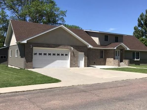 5 bed 4 bath Single Family at 715 8th St NE Watertown, SD, 57201 is for sale at 492k - 1 of 45