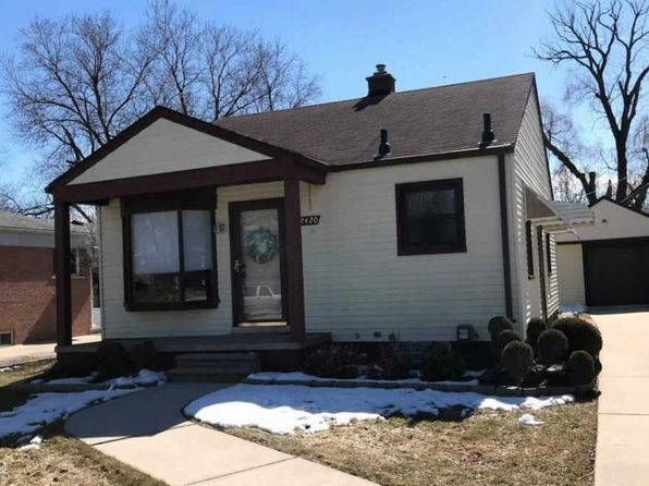 2 bed 1 bath Single Family at 22420 MARTIN RD SAINT CLAIR SHORES, MI, 48081 is for sale at 120k - google static map