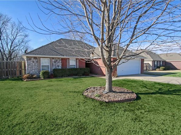 3 bed 2 bath Single Family at 1053 CHARLES ST PEA RIDGE, AR, 72751 is for sale at 146k - 1 of 15