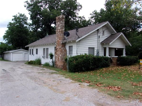 3 bed 2 bath Single Family at 715 Jefferson St Bowie, TX, 76230 is for sale at 68k - 1 of 23