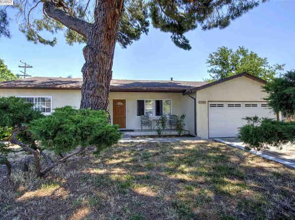 4 bed 2 bath Single Family at 8395 Deervale Rd Dublin, CA, 94568 is for sale at 800k - 1 of 13