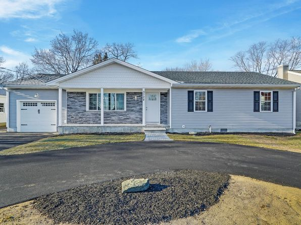 3 bed 2 bath Single Family at 3724 River Rd Point Pleasant Boro, NJ, 08742 is for sale at 425k - 1 of 35